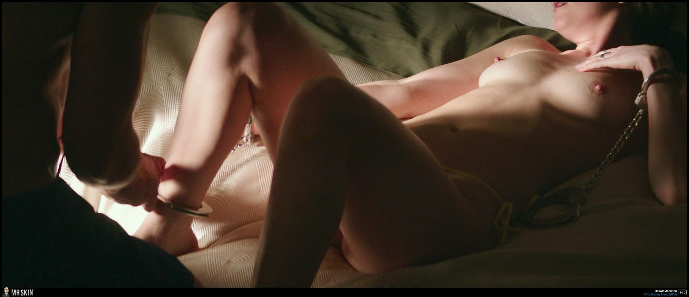Battle Of The Babes Dakota Johnson Vs Emilia Clarke-7444