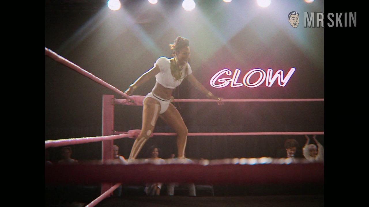 Glow 02x08 nash noel uhd 01 large 1